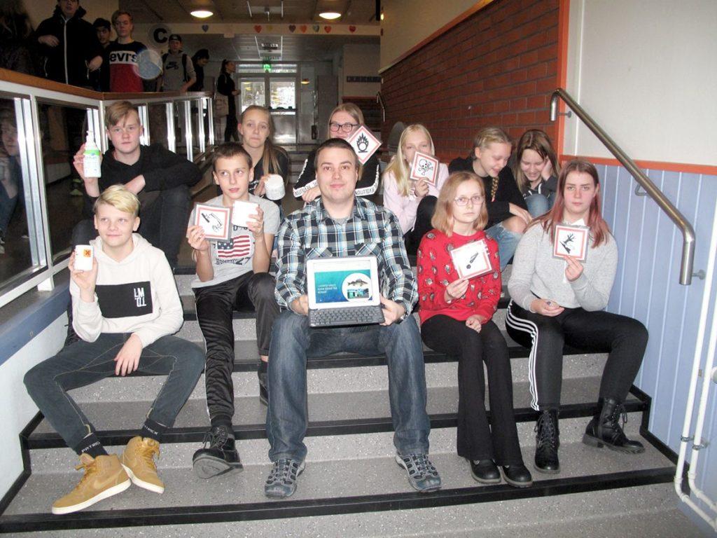 Nurmon yläkoulun 7H-luokka vei voiton Etapin järjestämässä vaarallisen jätteen kampanjassa opettajansa Tuomo Muikun johdolla.
