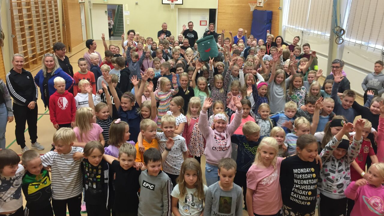 Etapin kummikoulu on Törnävän koulu Seinäjoelta.