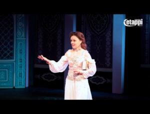 Liisu Aurasmaa prinsessana Seinäjoen kaupunginteatterin näytelmässä Aladdin ja taikalamppu.