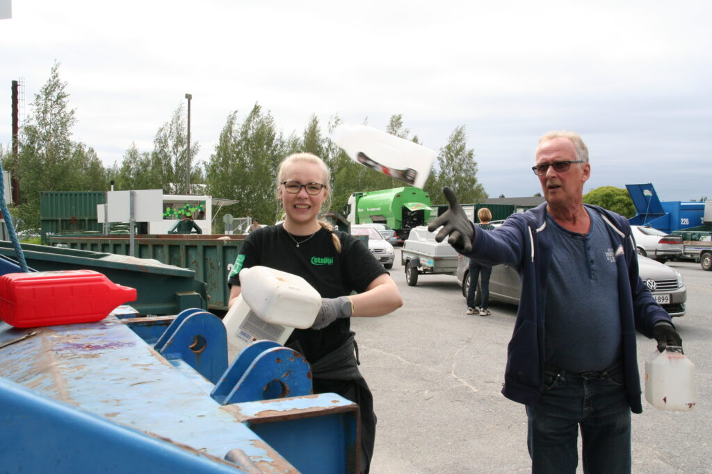 Tämänkaltaiset tempauspäivät ovat tervetulleita, tuumasi Asko Turigin Kuortaneen jäteasemalla.